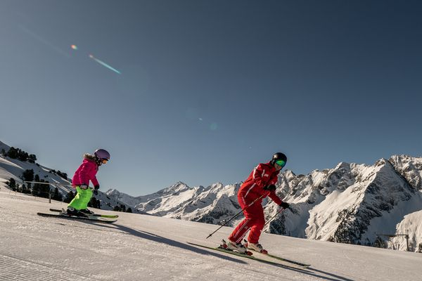 Skiing lessons for families | Archive TVB Mayrhofen©Dominic Ebenbichler