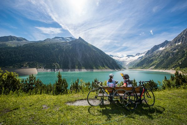 By the reservoir on bike | Archive TVB Mayrhofen©Michael Werlberger
