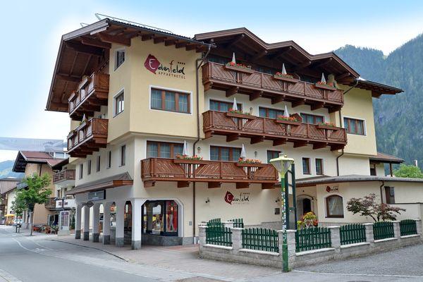 Apparthotel Ederfeld im Sommer
